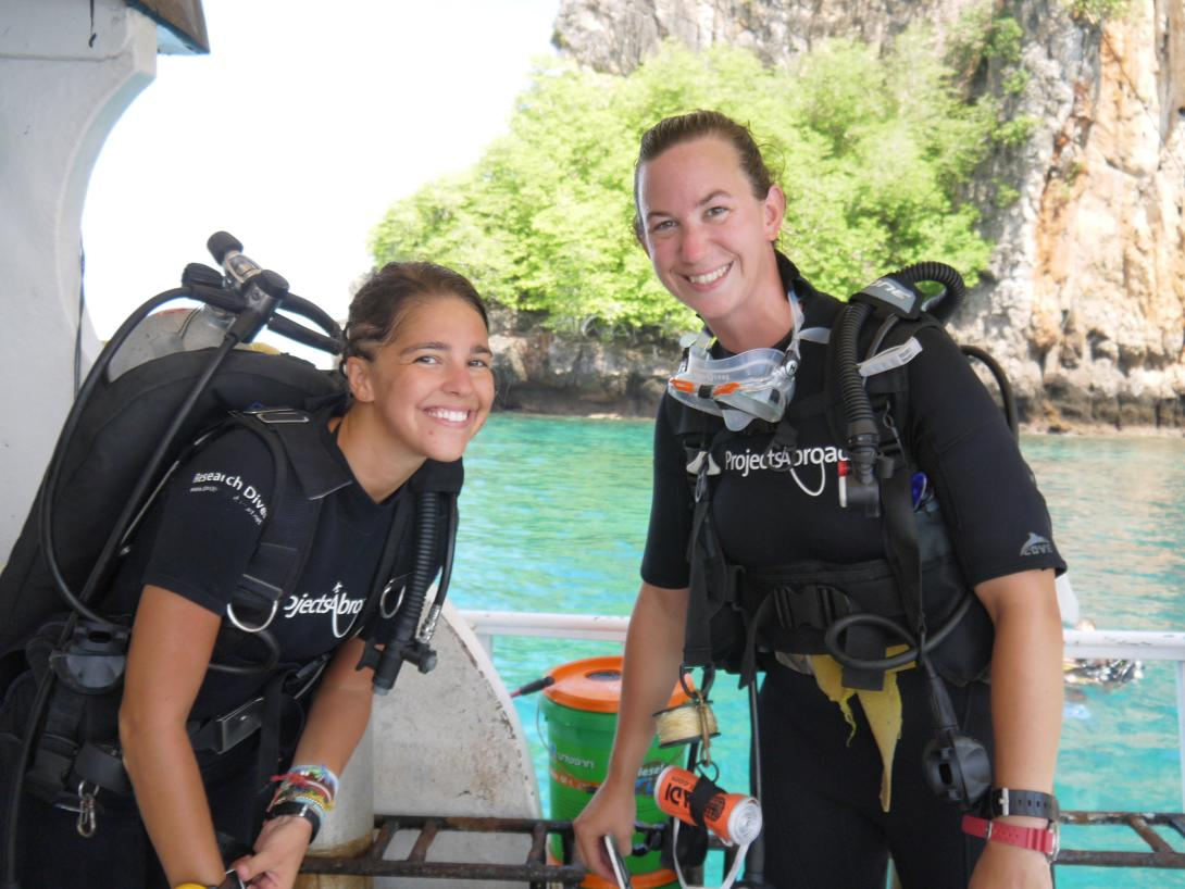 Projects Abroad volunteers working on their marine conservation project in Thailand